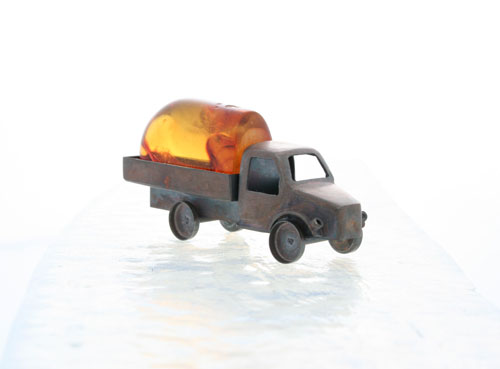 Treasure, object, 2006, amber, silver, patina,  6,0 x 3,5 x 1,5 cm