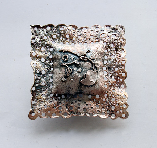 Recollection of Memories, brooch, 2008, silver, patina, 50 mm
